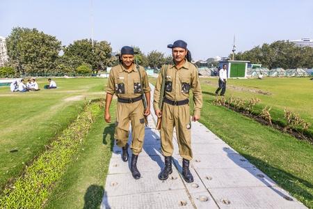 Permanent: NEW DELHI - 11 november: Politieagenten bewaker Connaught Place permanent na het afvuren van incident op 19 september 2010, waarbij toeristen raakten gewond op November 11,2011 in New Delhi. Redactioneel