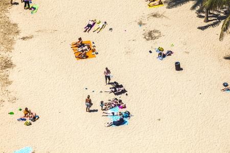 cleanness: Arrecife, Spagna - 8 aprile: spiaggia con i turisti in estate aprile 8,2012 in Arrecife, Spagna. La spiaggia di El Reducto � concessa una bandiera blu da parte dell'Unione europea. Questo sigillo per la pulizia deve rinnovato ogni anno.