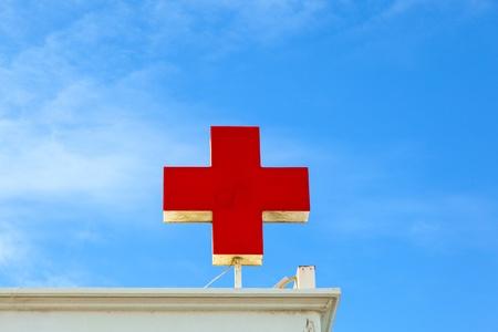 rood kruis: de Duitse rode kruis op het dak symboliseert een ziekenhuis of een arts