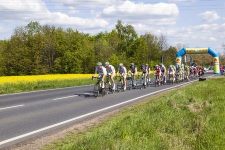 Schwalbach, DEUTSCHLAND - 1. Mai: Mehr als 4500 Sportler fand am 51. Radrennen Rund um den Finanzplatz Eschborn-Frankfurt am Mai 1,2012 in Schwalbach, Deutschland. Der Gewinner 2012 ist Moreno Moser. Standard-Bild - 13512011