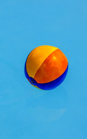 Plastik: inflated plastic ball in the pool