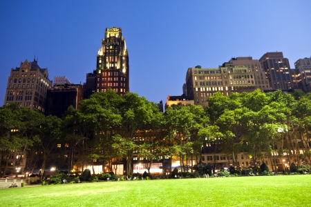 bryant park: Bryant Park in New York at night