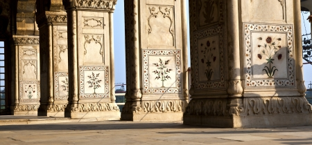 private i: Inlaid marble, columns and arches, Hall of Private Audience or Diwan I Khas at the Lal Qila or Red Fort in Delhi, India