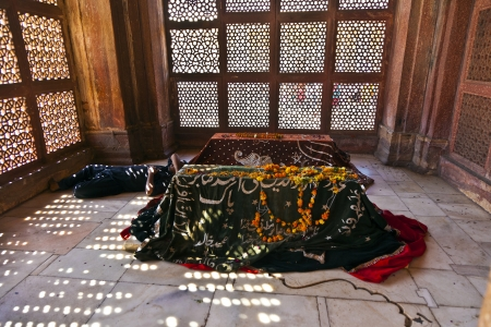 burried: marble graveyards in Jama Masjid in Fatehpur Sikri  remember to islamic holy people