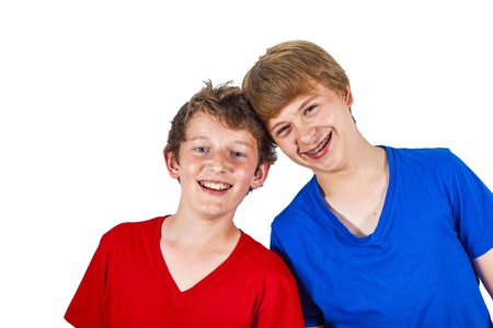 enjoy life: felice fratelli abbracciare e godersi la vita