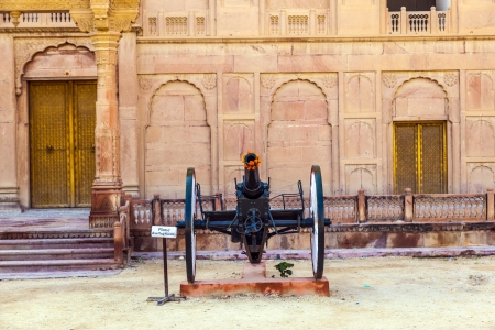 bikaner: canon in old fort in Bikaner