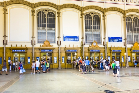 ungarn: BUDAPEST, HUNGARIA - AUGUST 04:  people buy tickest in the famous West Train Station in Budapest on August 4, 2008 in Budapest, Hungary. The West Station was constructed by Gustafe Eiffel, the architect of the Eiffel tower in Paris.