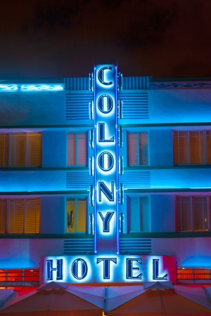 MIAMI , USA - AUG 2: Night view at Ocean drive with colony hotel  on August 02,2010 in Miami, USA. It was designed by Henry Hohauser and opened in 1935. Stock Photo - 17877682