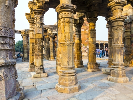 quitab: stone carvings at pillars, Qutab Minar, Delhi