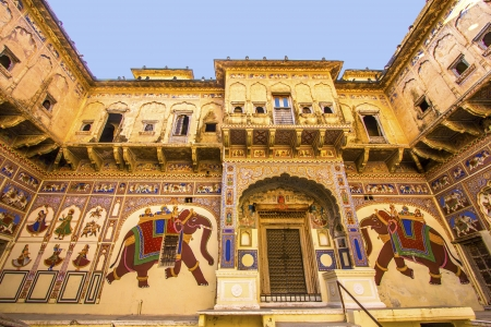 shekhawati: MANDAWA, INDIA, OCT 25: beautiful old haveli on OCT 25 in  Mandawa, India. Rajasthan, India. the town referres as the open art gallery of Rajasthan because it is dotted with fascinating havelis with lavishly painted walls. Editorial