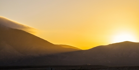 sunrise over Femes mountains seen from Playa Blanca, Lanzarote Stock fotó