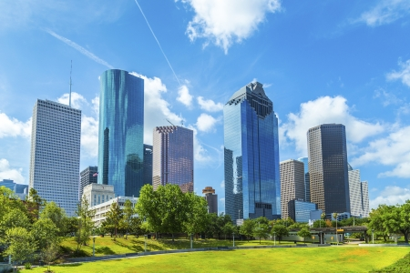 Skyline von Houston, Texas in Tag unter blauem Himmel