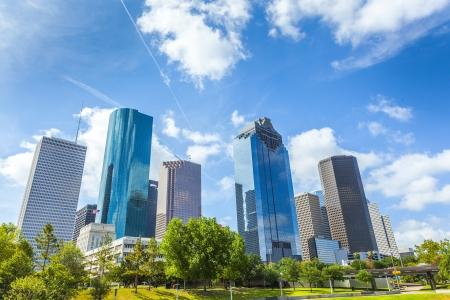 Skyline van Houston, Texas overdag onder de blauwe hemel