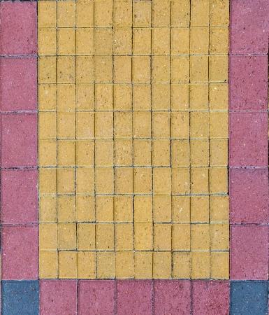 harmonic: bricks at the floor give a harmonic pattern