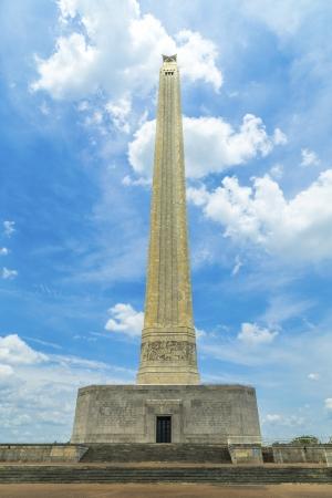 De San Jacinto Monument op een mooie zomerdag