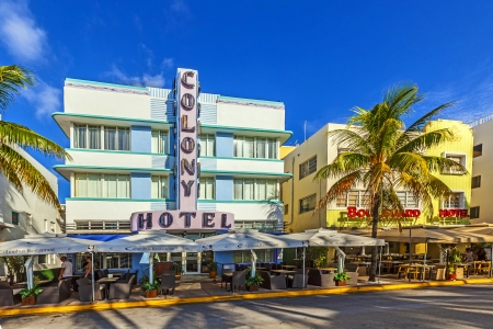 MIAMI - AUGUST 5  The Colony hotel located at 736 Ocean Drive and built in the 1930 Editöryel