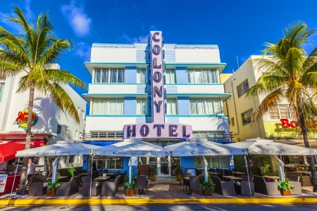 MIAMI - AUGUST 5  The Colony hotel located at 736 Ocean Drive and built in the 1930 Zdjęcie Seryjne - 21673950