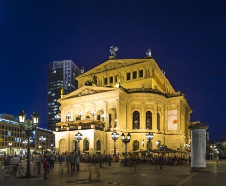 alte: FRANKFURT - SEP 5: Alte Oper at night on September 5, 2013 in Frankfurt, Germany. Alte Oper is a concert hall built in the 1970s on the site of and resembling the old Opera House destroyed in WWII. Editorial