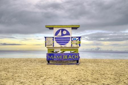 cabane plage: cabane de plage en bois dans le style art d�co plage im sud