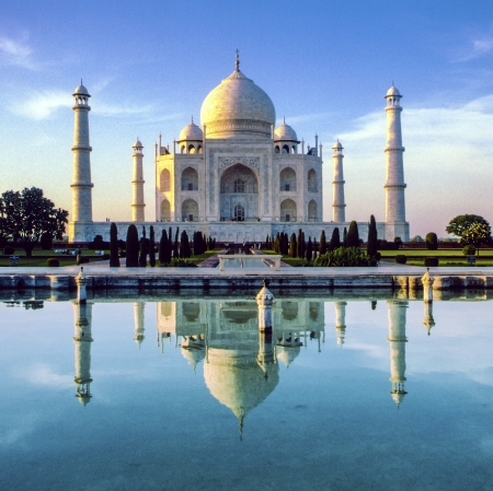 temple tower: Taj Mahal in Agra in early morning Stock Photo
