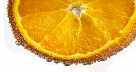 sliced orange fruits in detail photo