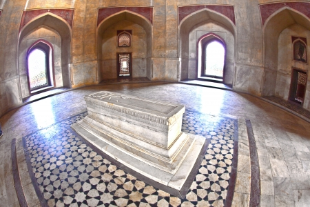 jama mashid: DELHI, INDIA - NOVEMBER 11: marble tomb inside  Humayuns tomb on November 11, 2011 in Delhi, India. The tomb was commissioned by Humayuns first wife Bega Begum in 1569-70. Humayuns Tomb, built by Hamida Banu Begun in 1565-72 A.D. is  the earliest examp