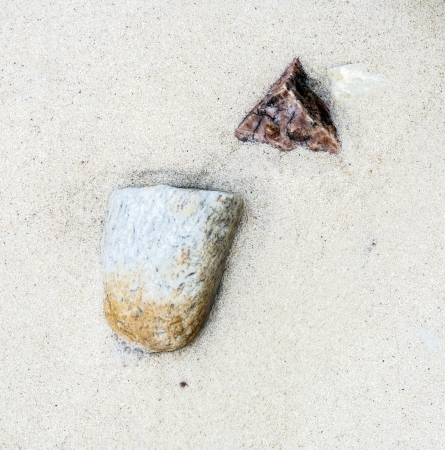 harmonic: beautiful structures, lines at the beach with arrangement of leaves, stones in harmonic way gives an impression of nature as artist Stock Photo