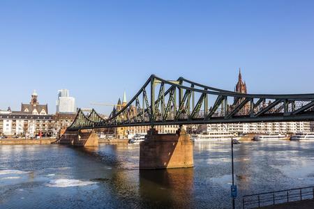 sachsenhausen: famoso Steg Eiserner al fiume principale di Francoforte