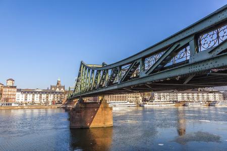 sachsenhausen: famoso Steg Eiserner al fiume Meno a Francoforte