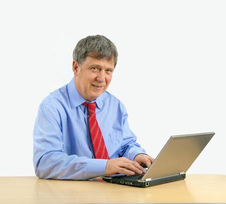 incertitude: senior man working on laptop
