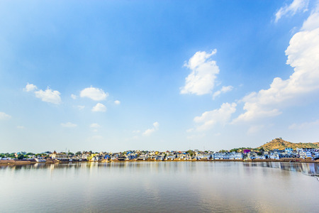 hindues: Vista del lugar santo, sagrado para los hind�es de la ciudad de Pushkar, Rajasthan, India.