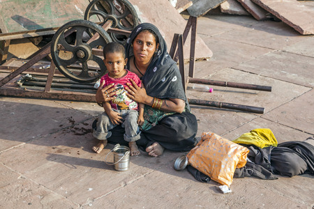 jama mashid: DELHI, INDIA - NOV 8, 2011: mother with child rests on the courtyard of Jama Masjid Mosque in Delhi, India. Jama Masjid is the principal mosque of Old Delhi in India. Editorial