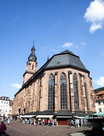 espiritu santo: HEIDELBERG, Alemania - el 06 de julio 2014: La iglesia del Esp�ritu Santo en Heidelberg, Alemania. La Iglesia del Esp�ritu Santo es mencionado por primera vez en 1239.
