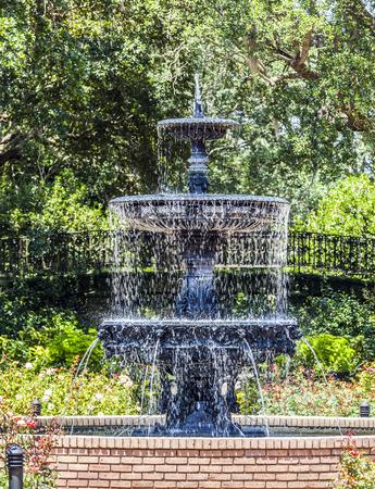 public park: fuente en el parque p�blico en Bellingraths jardines Foto de archivo