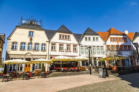 central market: ST. WENDEL, ALEMANIA - 23 de abril de 2013: antiguo mercado en St. Wendel, Alemania. El Fruchtmarkt se convirti� en el mercado central en el siglo 15.
