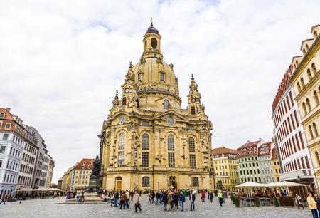 DRESDEN, DEUTSCHLAND - 17. September 2008: Blick auf Frauenkirche in Dresden, Deutschland. Nach dem zweiten Weltkrieg wieder aufgebaut, ist der Dom heute zu den meistbesuchten Sehenswürdigkeiten in Dresden.