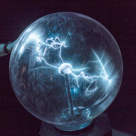 ball lightning: Electricity in a plasma ball as high voltage lightning