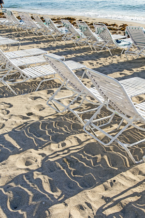 mandatariccio: many lounges and umbrellas on beach, sunny day