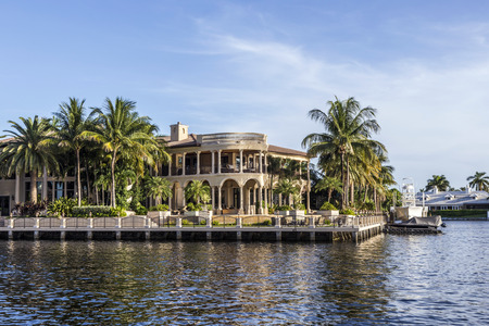 fort lauderdale: FORT LAUDERDALE, USA - AUG 20, 2014: Luxurious waterfront home in Fort Lauderdale, USA. There are 165 miles of waterways within the city limits and 9,8 percent of the city is covered by water. Editorial