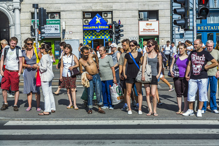 BUDAPEST, HUNGARIA - AUGUST 4, 2008:  people wait at pedenstrian crossing in Budapest, Hungary. Budapest  is the capital and the largest city of Hungary with 1,7 Mio people. Publikacyjne