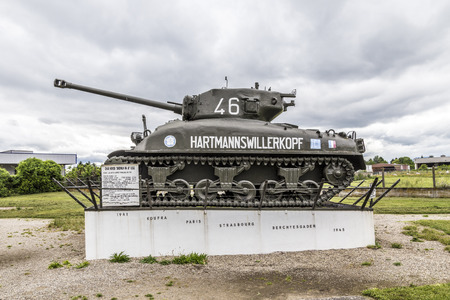 ligne: MARCKOLSHEIM, FRANCE - JULY 3, 2013: tank in front of casemate 353 at the Maginot line in Marckolsheim, France. Marckolsheim has been restored and houses the Musee Memorial de la Ligne Maginot du Rhin. Editorial