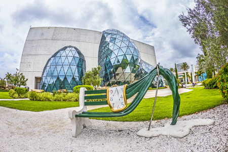 fl: ST. PETERSBURG, USA - JULY 25, 2013: Exterior of Salvador Dali Museum in St. Petersburg, FL, USA. The museum has one of the largest collection of works of Salvador Dali in the world. Editorial