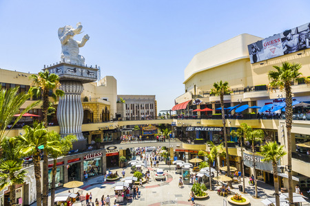 los angeles hollywood: LOS ANGELES, USA - JULY 5, 2008: The Hollywood and Highland Center is a shopping mall and entertainment complex at Hollywood Boulevard and Highland Avenue in Los Angeles, USA. Editorial