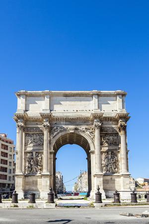 royale: Arco triunfal Porte tambi�n conocido como Porte Royale por el arquitecto Michel-Robert Penchaud en Marsella, Francia ca 1839