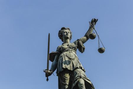 estatua de la justicia: Estatua de la Justicia (Justitia) en Frankfurt, Alemania