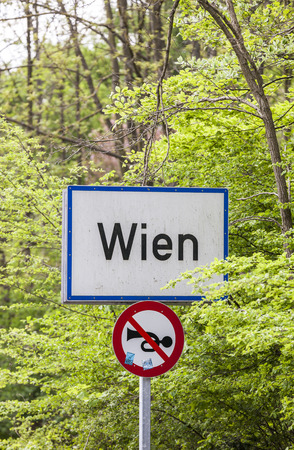 city limit: sign at the city limit of vienna