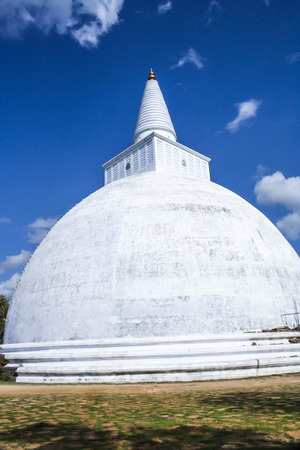 harmonie: Panorama of Mahatupa or Ruwanweliseya big Dagoba in Anuradhapura, Sri Lanka, Asia Stock Photo