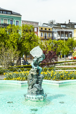 heinrich: GMUNDEN, AUSTRIA - APR 22, 2015: statue the Gnome by artist Heinrich Natter in Gmunden, Austria. The gnome carries a 60 kg berg crystal. Editorial