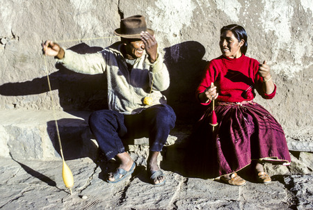 indios: TAQUILE, PERU - JUNE 6, 1983: couple has fun doing knitting together at island of Taquile, Peru. In 2005 Taquile and its Textile art was honored by Unesco as Masterpeeces of intangible heritage of Humanity.