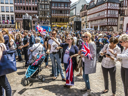 queen elizabeth ii: FRANKFURT, GERMANY - JUNE 26, 2015: people wait for the queen Elizabeth II at the Roemer market square in Frankfurt, Germany.